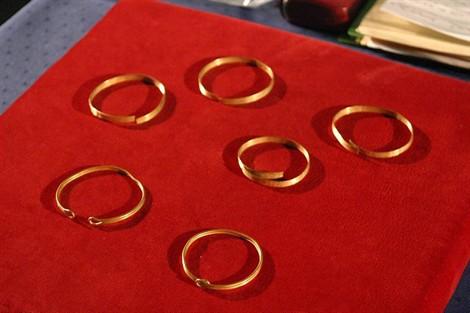 Bracelets-en-or-_Ouest-France.jpg